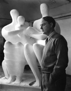 120 sculptures d'henry moore sont présentées à landerneau et à brest