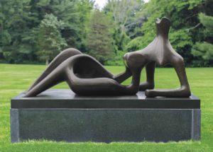 les sculptures d'Henry Moore s'exposent en plein air a landerneau et à brest