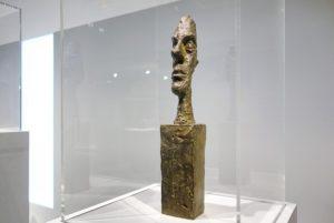 le sculpteur giacometti était fasciné par les visages