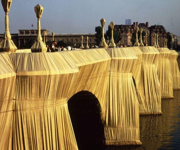 pont neuf empaqueté par christo en 1985