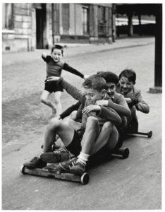 sabine weiss enfants jouant dans la rue
